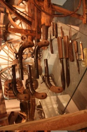 Arabia Steamboat Museum: Guns and knives