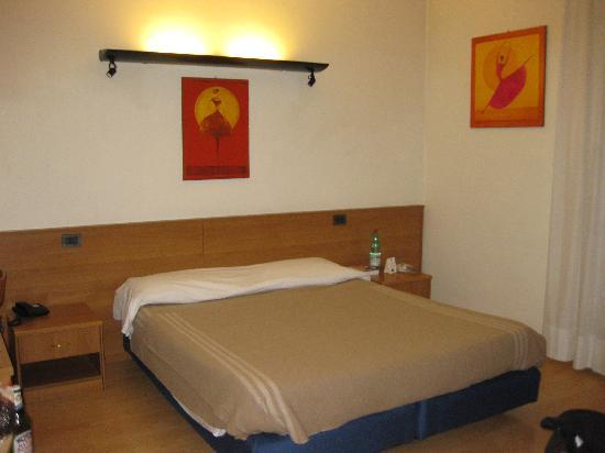 Hotel Tirrenus Perugia: Room