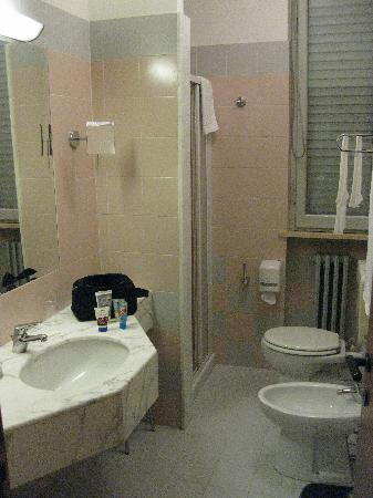 Hotel Tirrenus Perugia: Bathroom