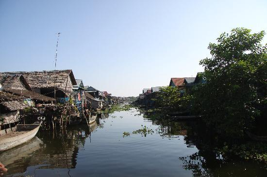 River Village Manor: Visit to one of the floating villages on the Lake