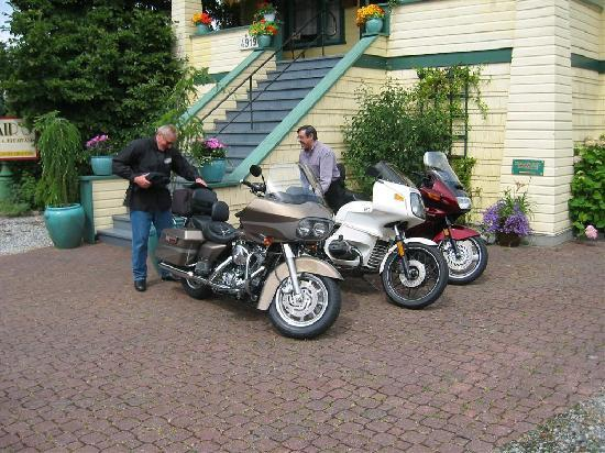 Clair's Bed & Breakfast: Motorcyle friendly!