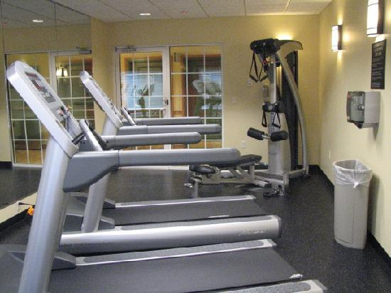 Country Inn & Suites By Carlson, Covington, LA: Exercise Room