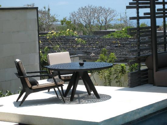 Alila Villas Uluwatu: Morning coffee in the sun