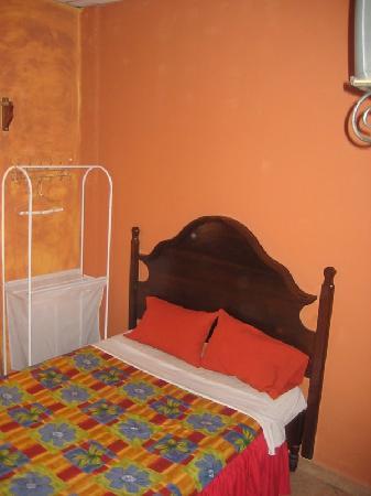 Hotel Maya Copan: Bed