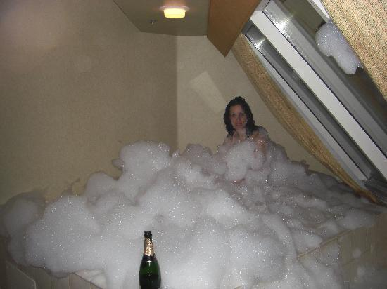 Loading the room and jacuzzi with bubbles - Picture of Luxor Hotel ...