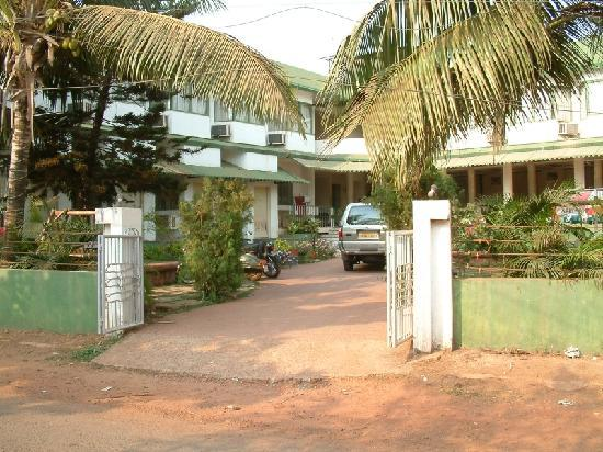 The front of the hotel Graciano Cottages