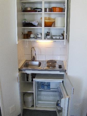 Room 504 - kitchenette