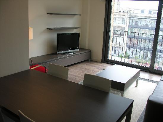 Apartments Casp74: Wohnzimmer zum ausgedehnten Innenhof