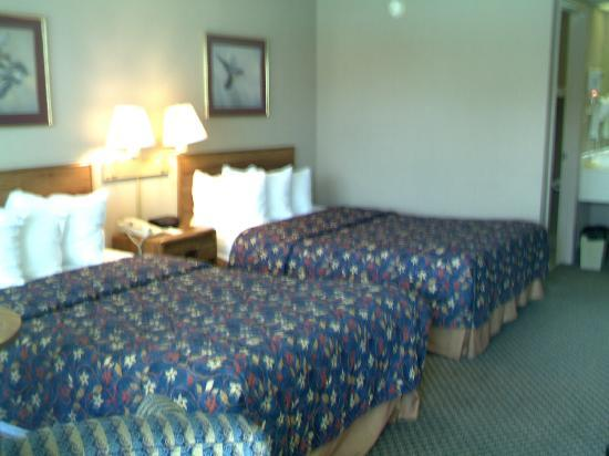Days Inn Seguin TX: Two Double Beds