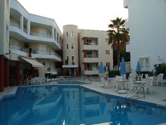 Anastasia Hotel: View of the pool area just after sunrise