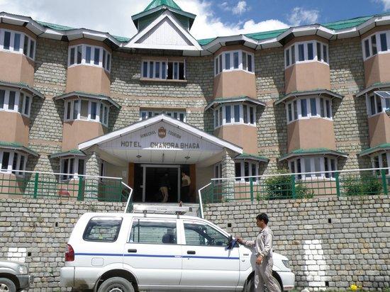 The Chanderabhaga (HPTDC): Der Hoteleingang