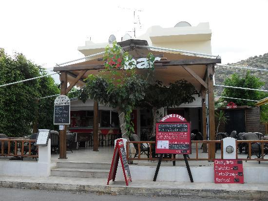 Alexander Beach Hotel & Village: The R Bar