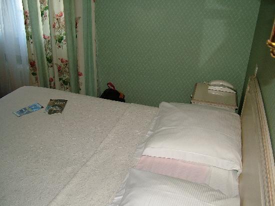 Hotel Gradlon: Stanza  - letto