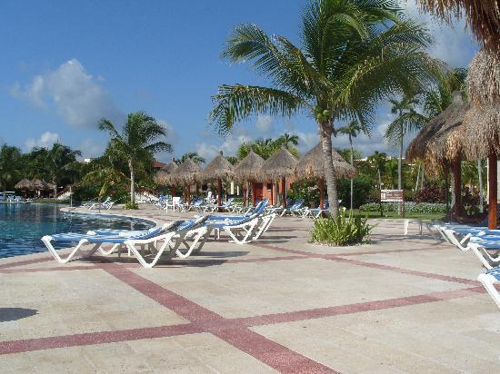 Grand Bahia Principe Coba: the activities pool