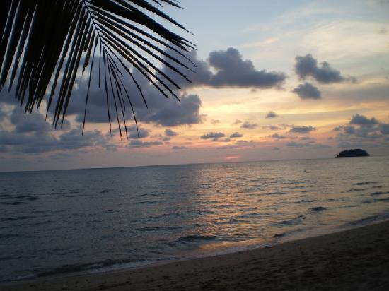 Little Eden Bungalows & Restaurant: Every evening more beautiful sunset
