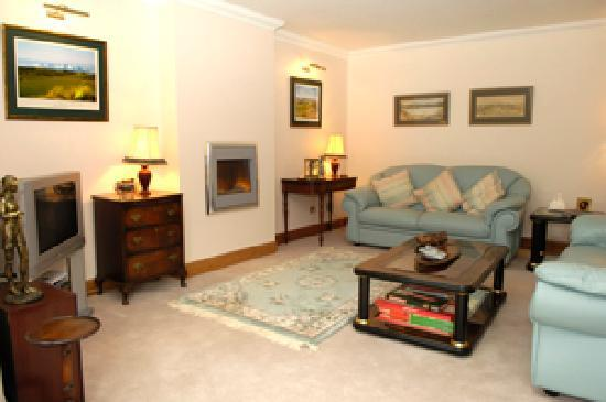 Dormie House: tv on, fire on, drink in hand - relax!
