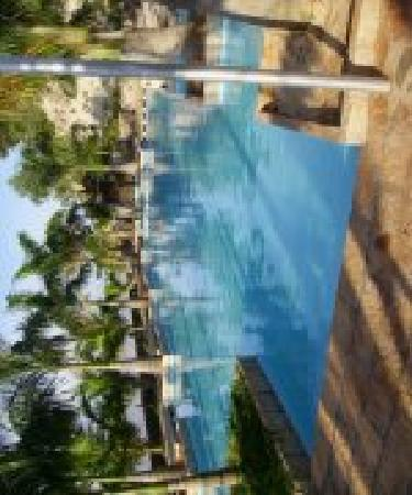 River Ray Estates Resort: Pool_Morning