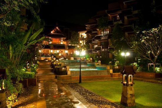 Amari Vogue Krabi: Hotel at night