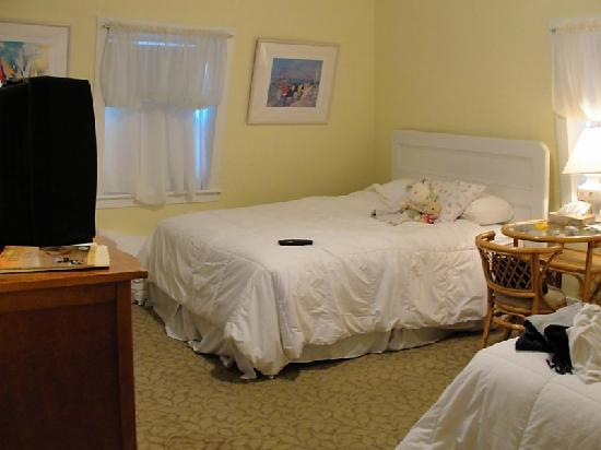 Our Room at the Yankee Peddler Inn