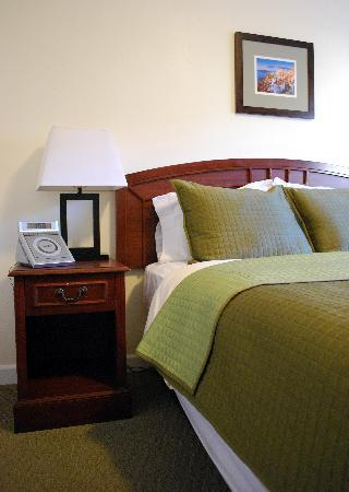 Bella Capri Inn & Suites: Standard Queen Room