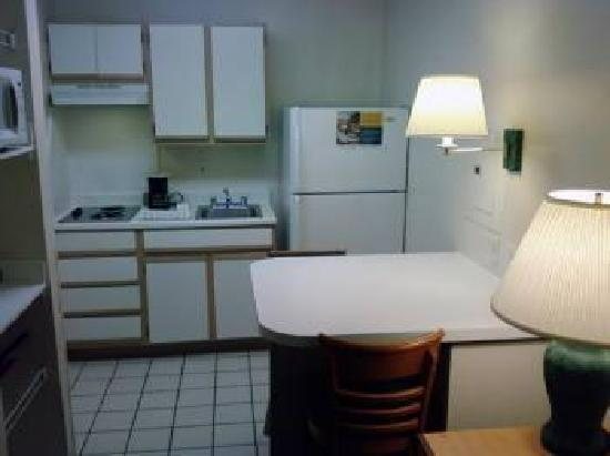 Extended Stay America - Fort Worth - Medical Center: Kitchen