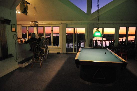 Tara Point Inn and Cottages: game room and view
