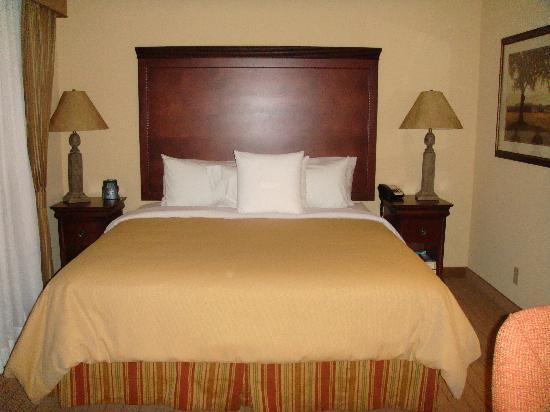 Homewood Suites by Hilton Oklahoma City-West: The BED!  Comfy!
