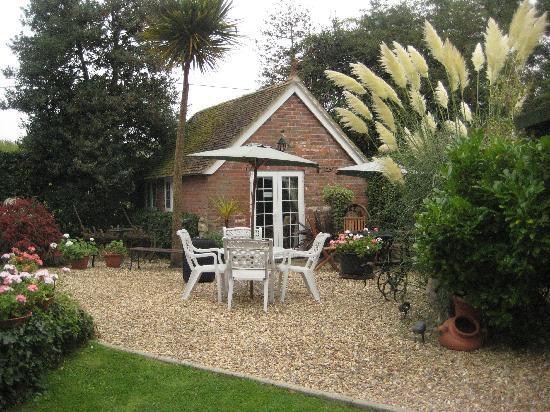 Wych Green Cottage: brick cottage