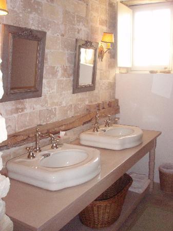 La Garance en Provence: bathroom