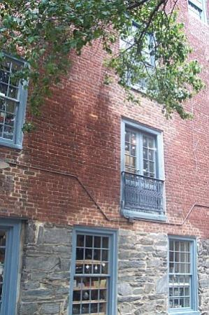Alexandria, VA: Old Brick Architecture