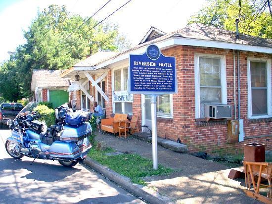 Clarksdale, MS: Riverside Hotel