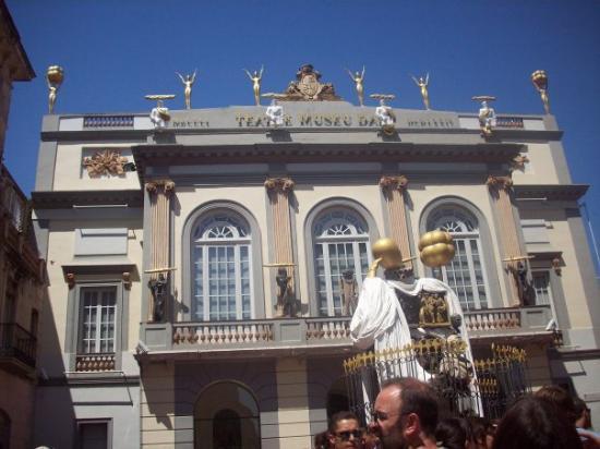 Castillo de San Fernando : Second stop...Dalí theater in Figueres