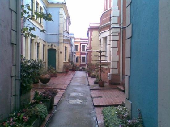 Bogotá, Colombia: Una calle casi inglesa en el barrio de la Candelaria