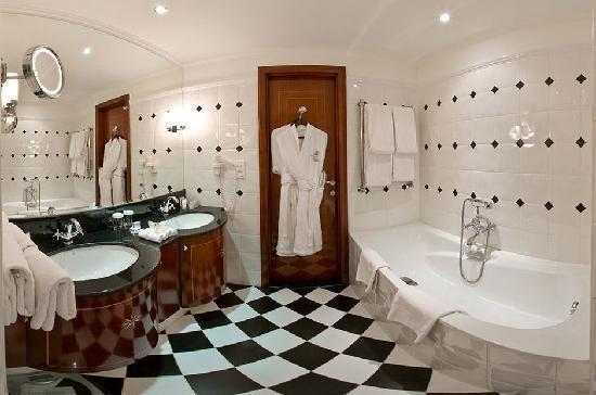 Kempinski Hotel Moika 22: Bathroom Deluxe