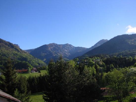 Rosenbach, Austria: Ausblick auf die Karawanken aus dem Appartement