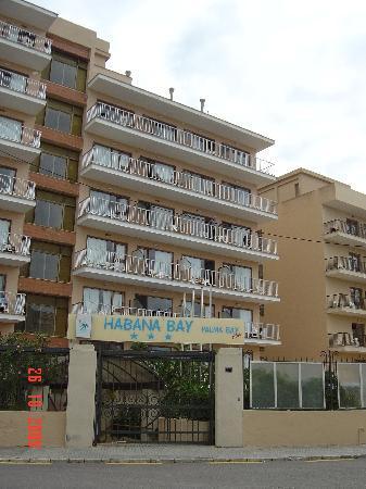 Palma Bay Club Resort: Habana block from town side