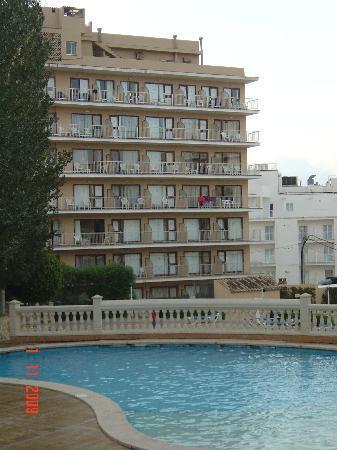 Palma Bay Club Resort: Habana Block from colplex side