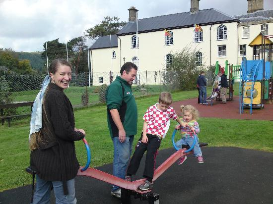 Wynnstay Hotel: The kids loved the park, and we enjoyed the walk through the gardens, just around the corner fro