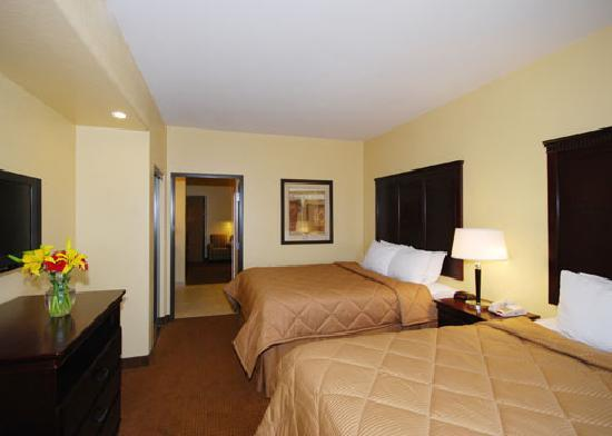 Comfort Inn Near SeaWorld: Double Queen Suite