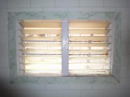 Ideal Beach Resort: Badezimmer Fenster (das Lebt)