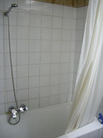 Anezi Tower Hotel : Filthy bathroom
