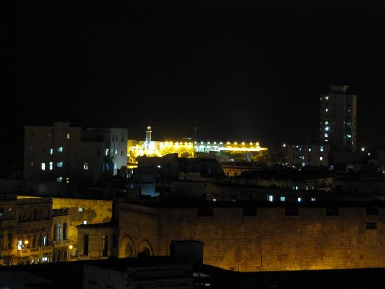 el81 Guesthouse: Night view to the fortress from the balcony