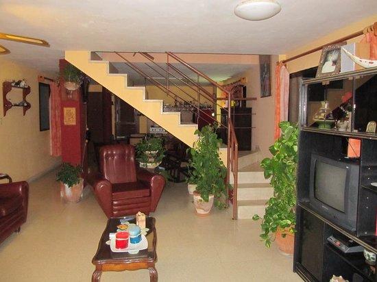 el81 Guesthouse: Living room