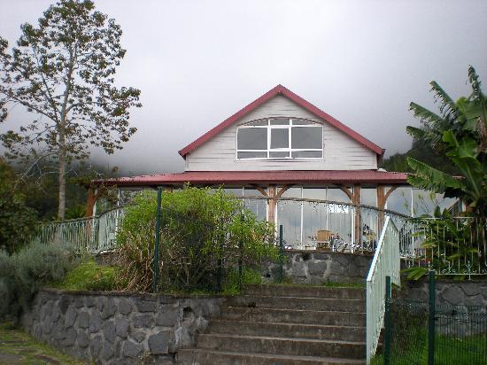 Salazie, Reunion: vue extérieure sur le restaurant