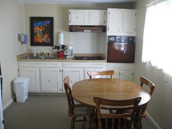 Alpen Acres Motel: Suites with fully equipped kitchen
