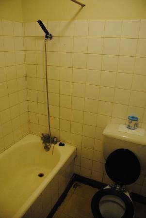 Kivi Milimani Hotel: bath room