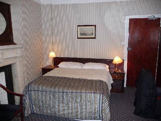 Regency House Hotel: Le lit  (chambre 9)