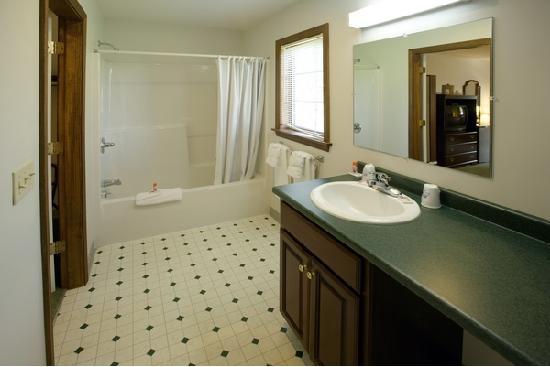 Scarborough, ME : Bathroom