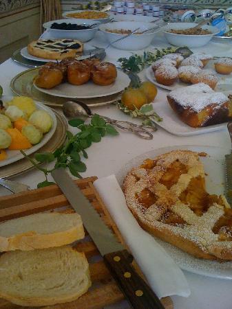 Palazzo Dragoni: breakfast for royalty