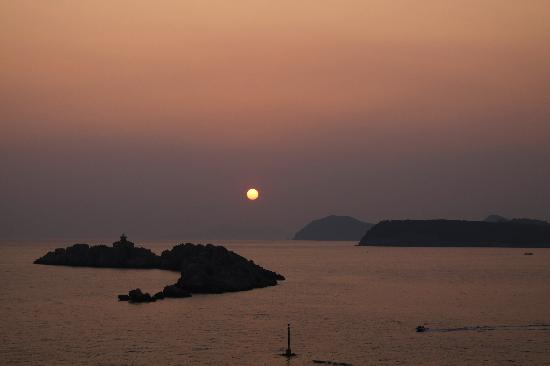 Hotel Dubrovnik Palace: View of sunset from room